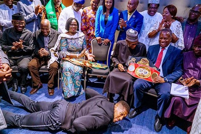 Anthony Joshua Prostrates As He Presents Heavyweight Titles To Buhari In UK (Photos) 1 187